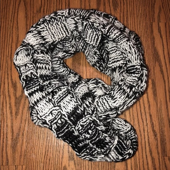 Charlotte Russe Accessories - Black and White Infinity Scarf
